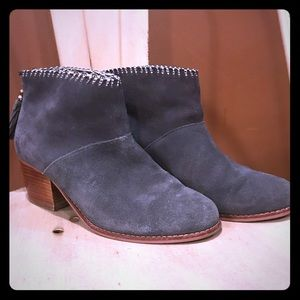 Toms Leila booties charcoal gray suede sz 8 GUC